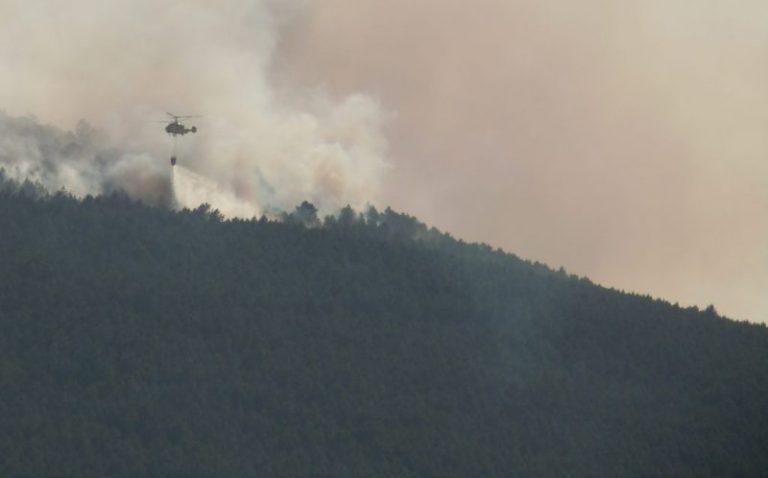 Branden blussen met heli bij Castello Rodrigo